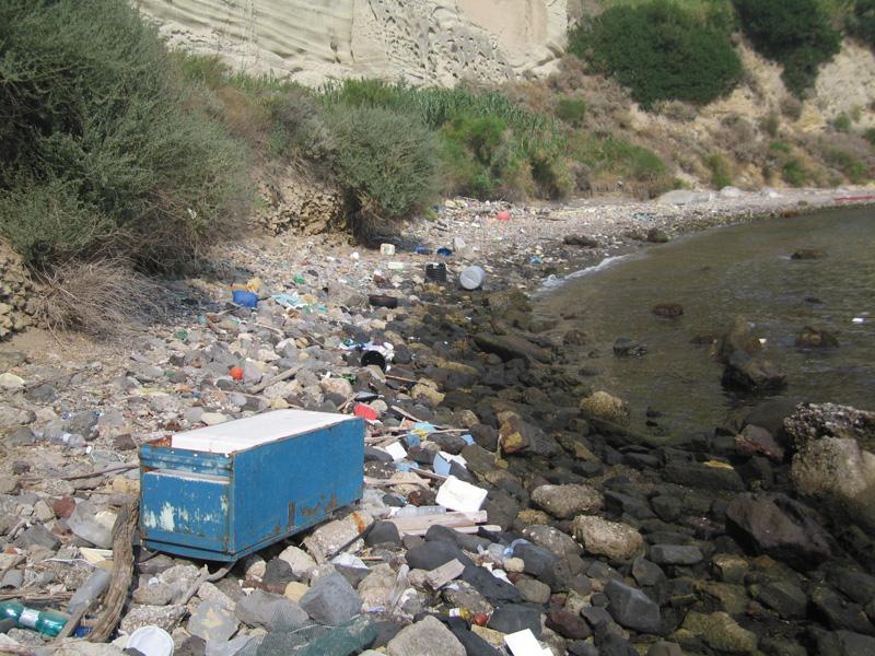 Napoli, partita la bonifica della spiaggia Trentaremi, previsti 20 giorni di lavoro
