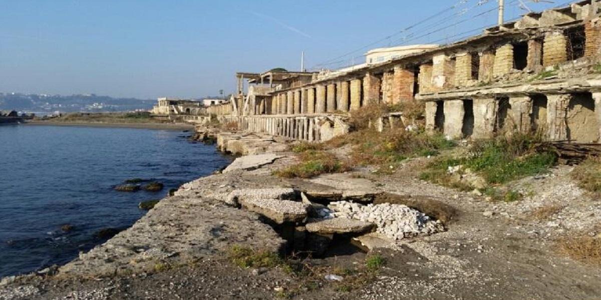 Pozzuoli, 25 aprile Pulizia delle spiagge dell'ex lido Augusto