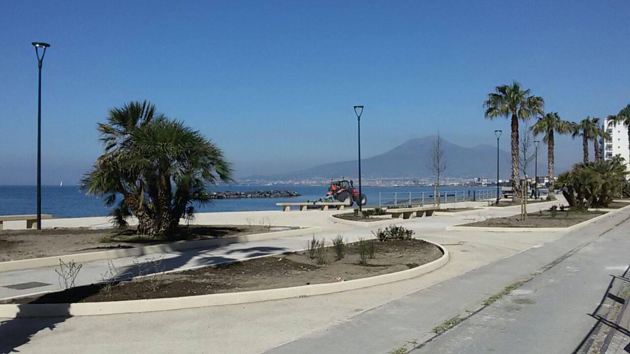 Castellammare, parte il rilancio della costa grazie alla grande pulizia degli arenili