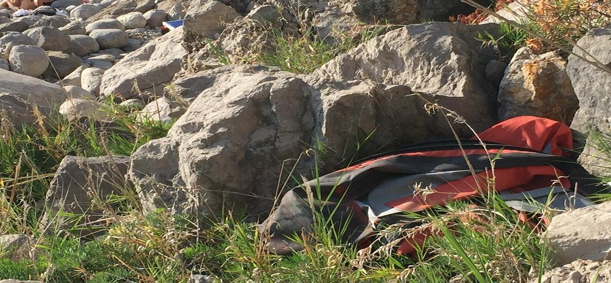 Cala di Mitigliano, spiagge sporche e pesca illegale, ecco le foto della vergogna